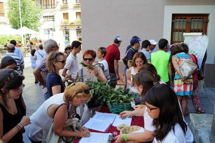 VARIANTE. Imagen de archivo de la campaña de recogida de firmas. (FOTO: Rebeca Ruiz)