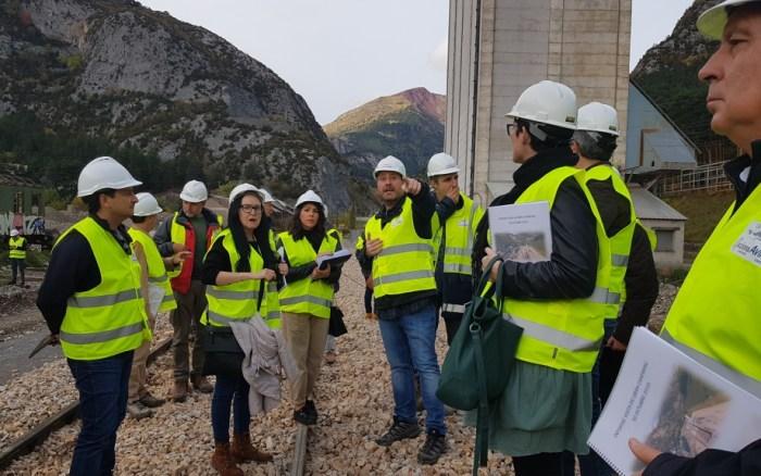 DIPUTADOS. Varios diputados regionales visitan las obras de la Estación de Canfranc. (FOTO: Gobierno de Aragón)