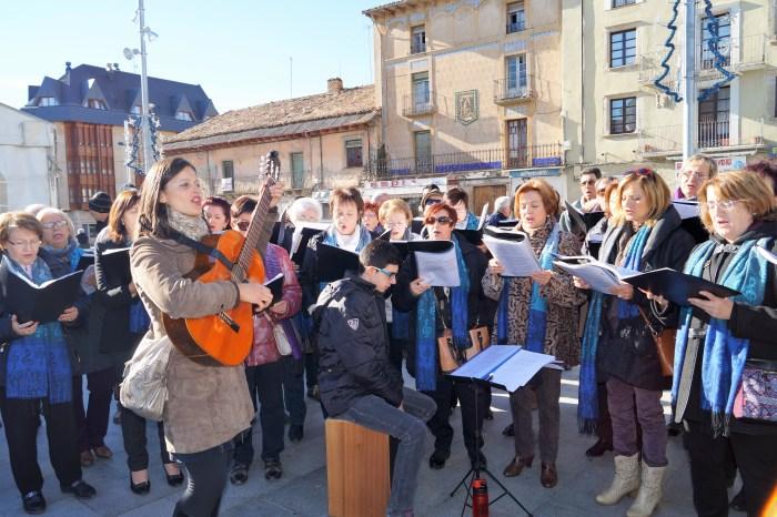 AGENDA. El  Grupo Vocal Doña Sancha y Voces de Oroel es un clásico en la inauguración de la Feria de la Solidaridad. (FOTO: Rebeca Ruiz)