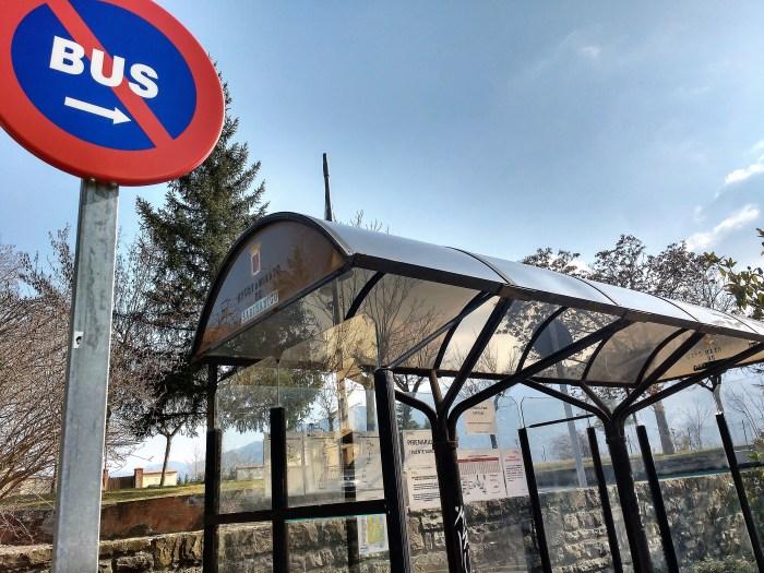 Sabiñánigo ampliará el servicio de bus urbano para facilitar las visitas escalonadas al cementerio. (FOTO: Rebeca Ruiz)