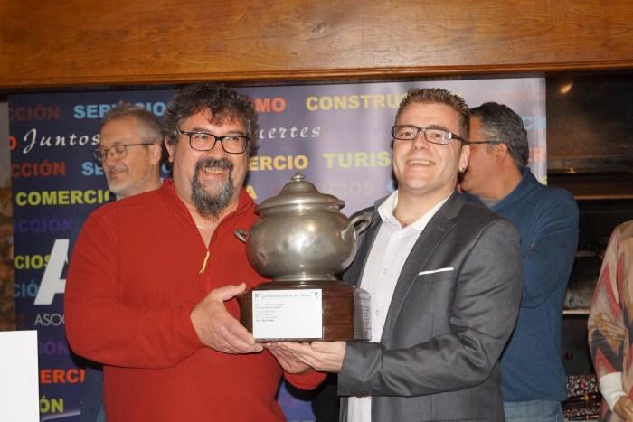 GARBURE. Moreno y Sánchez, con su reconocimiento. (FOTO: Rebeca Ruiz)
