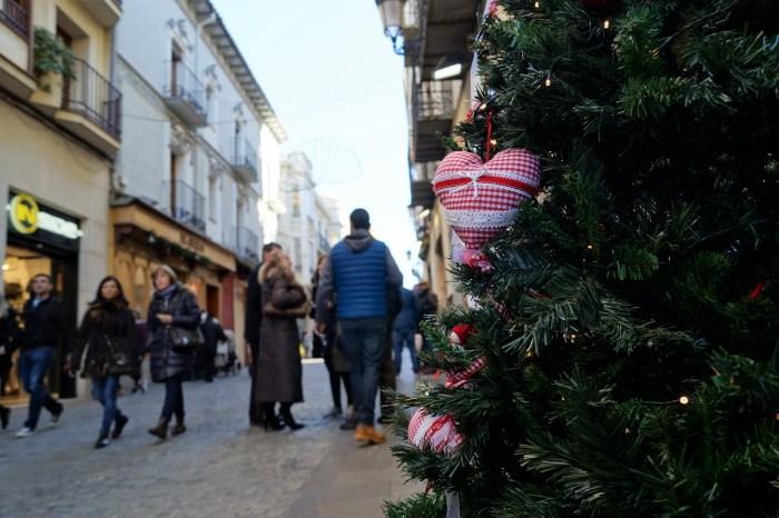 BLACK FINDE. El Black Finde marca el inicio de las compras navideñas en Jaca. (FOTO: Rebeca Ruiz)