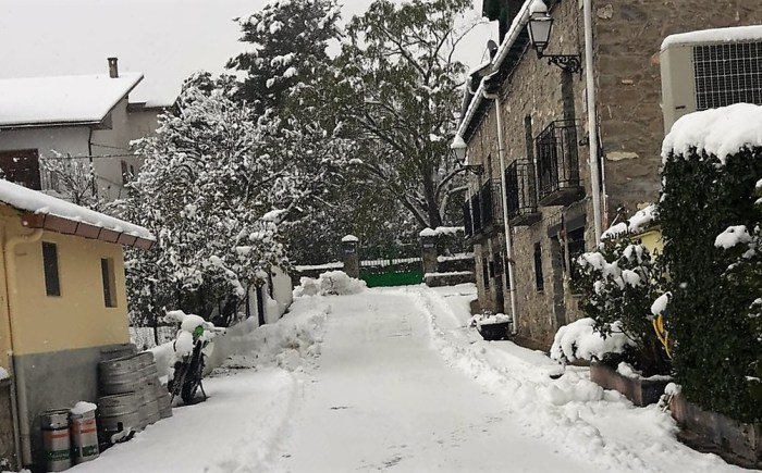VILLANÚA. Nieve acumulada esta mañana.