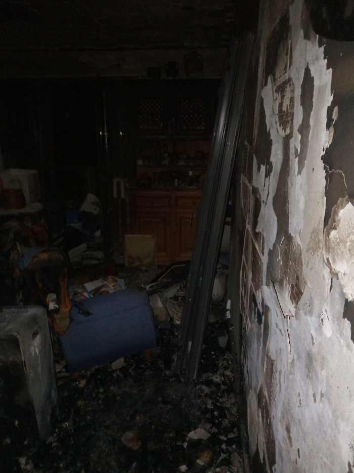 INCENDIO EN CANDANCHÚ. Estado en el que quedaba el piso siniestrado. (FOTO: Servicio de Emergencias de Jaca)