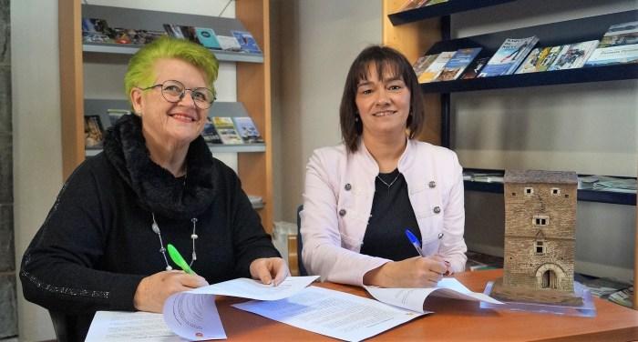 TURISMO. Un momento de la firma del convenio. (FOTO: Rebeca Ruiz)
