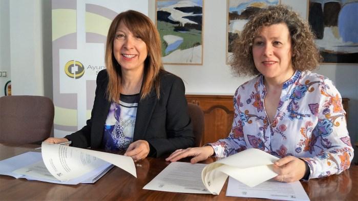 SERVICIO DE RECOGIDA DE PERROS ABANDONADOS. Berta Fernández y Marisa Morillo han explicado el convenio que servirá para mejorar el servicio. (FOTO: Rebeca Ruiz)