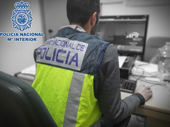 ESTAFADOR ON LINE. La Policía de Huesca ha detenido a un sujeto prófugo buscado por 14 juzgados. (FOTO: Policía Nacional)