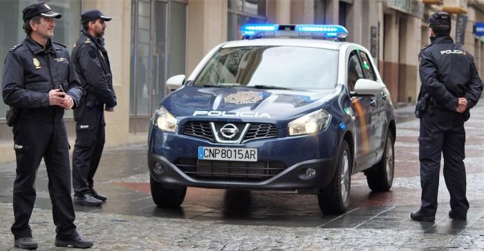 MEDIDAS. Controles policiales en las calles de Jaca. (FOTO: Rebeca Ruiz)