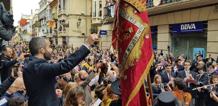 2019. Canto del Himno del Primer Viernes de Mayo. (FOTO: Rebeca Ruiz)