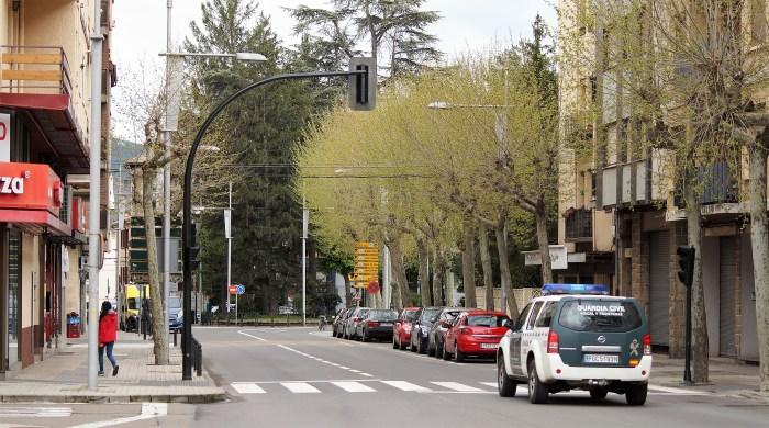 JACA. Avenida de Francia de Jaca, casi desierta por el Estado de Alarma declarado por el coronavius. (FOTO: Rebeca Ruiz)