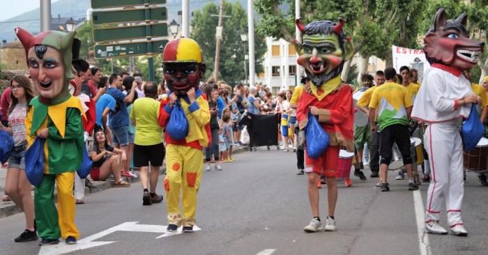 Aragón suspende las fiestas patronales y una nueva normativa regulará las piscinas municipales. En la imagen, de archivo, fiestas en Jaca. (FOTO: Rebeca Ruiz)