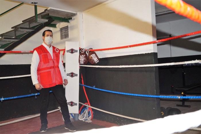 CLUB DE BOXEO CONRADI. Álvaro Conradi recibe el reconocimiento del WBC. (FOTO: Rebeca Ruiz)