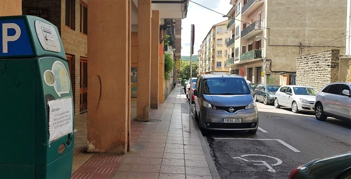 JACA. Calle Domingo Miral, zona azul. (FOTO: Rebeca Ruiz)