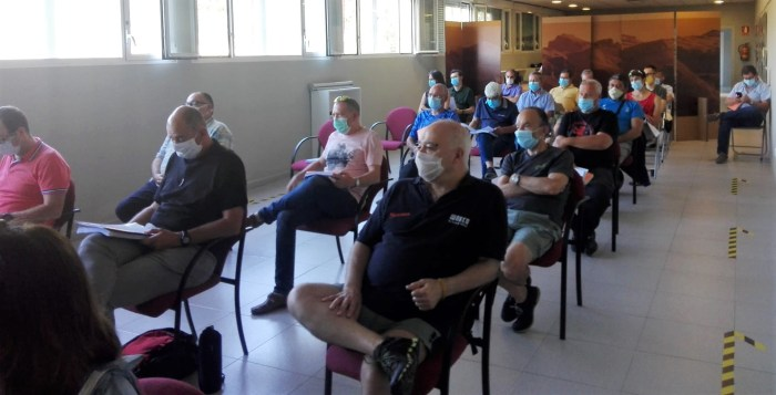 FAM. Un momento de la asamblea, en la que participaba Mayencos. (FOTO: Chema Tapia)