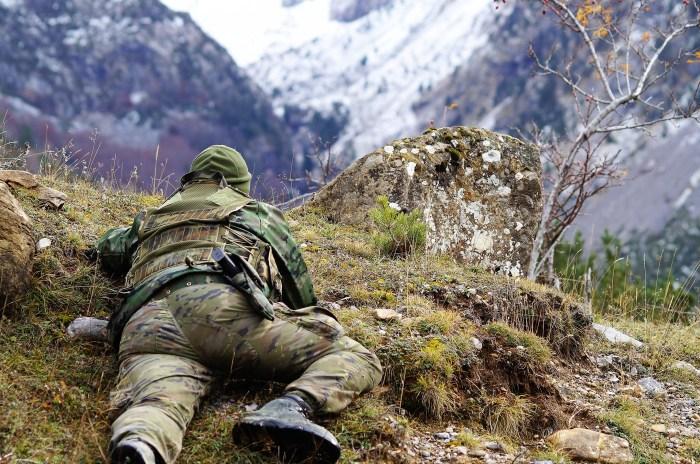 EJÉRCITO. Un militar del Galicia 64, durante un ejercicio, en una imagen de archivo. (FOTO: Rebeca Ruiz)