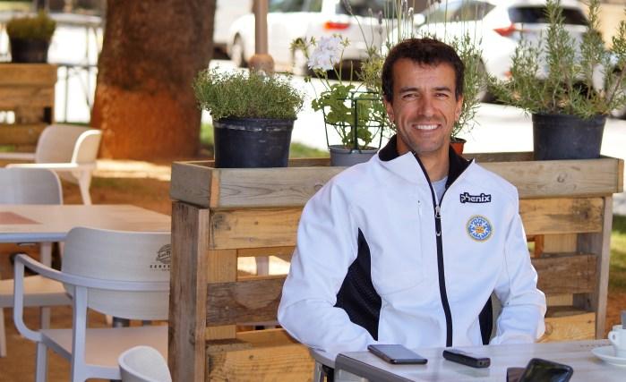 COMITÉ DE FONDO. Carlos Lannes, responsable del Comité de Fondo de la FADI, explica los pasos que se están dando para inpulsar el Biathlon. (FOTO: Rebeca Ruiz)