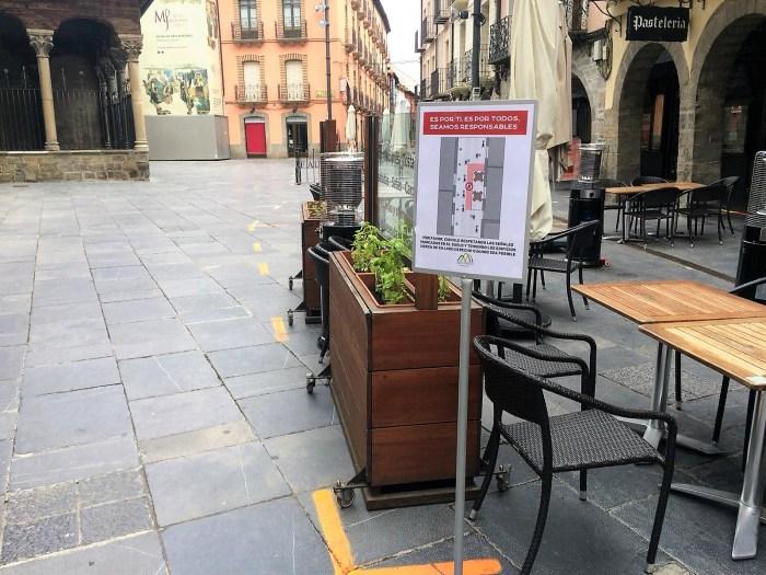CAMPAÑA. Carteles que indican a los peatones cómo deben circular.