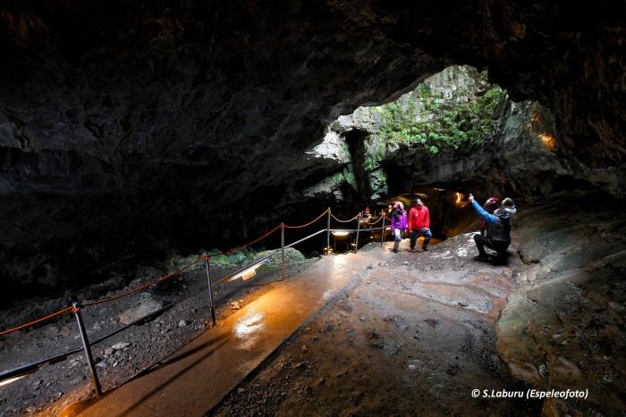 NUEVA TEMPORADA. La cueva de las Güixas recupera su actividad. (FOTO: S. Laburu/Espeleofoto)
