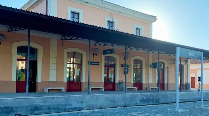 SERVICIOS FERROVIARIOS. Estación de ferrocarril de Jaca.