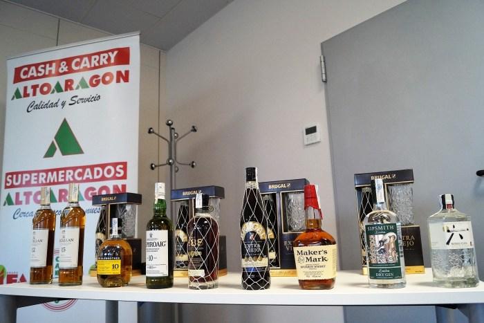 SELECCIÓN. Whisky, ron y ginebra protagonizaron la cata de Cash Alto Aragón. (FOTO: Rebeca Ruiz)