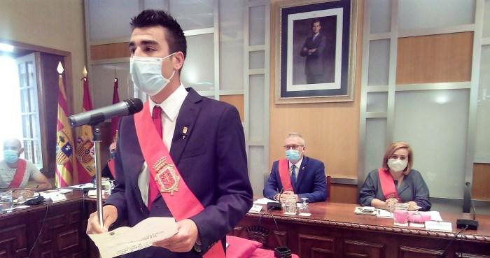 TOMA DE POSESIÓN. Manuel Díez, nuevo concejal del PSOE en Jaca. (FOTO: Ayuntamiento de Jaca)