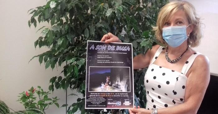 ALTO GÁLLEGO. La consejera de Cultura, Isabel Manglano, muestra el cartel del ciclo A son de Busa. (FOTO: Comarca Alto Gállego)