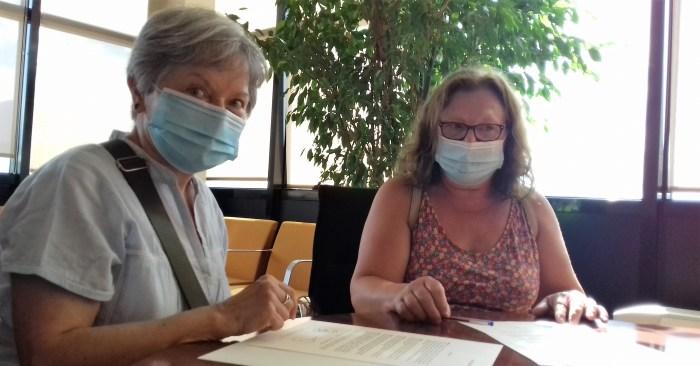 COLABORACIÓN. Un momento de la firma del convenio entre la Comarca Alto Gállego y la asociación Calibo. (FOTO: Comarca Alto Gállego)