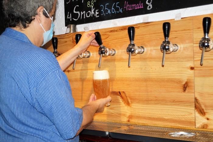 BORDA. Felipe Esteban es el cervecero. (FOTO: Rebeca Ruiz)