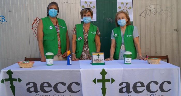 AECC. Voluntarias de la Junta Local de la Asociación Española Contra el Cáncer de Jaca. en el centro, la presidenta, Adela Sanvicente. (FOTO: Rebeca Ruiz)