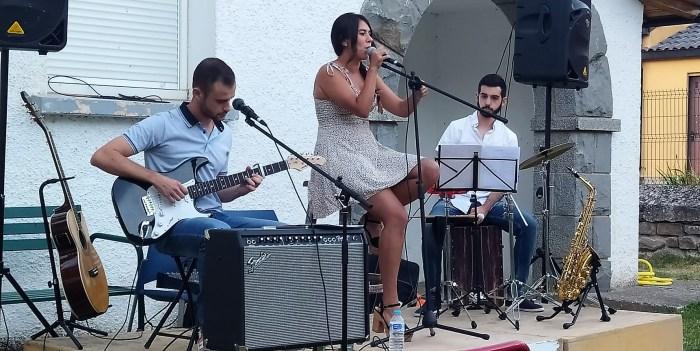 GOLPE MAESTRO. Un momento de la actuación del grupo de Jaca. (FOTO: Rebeca Ruiz)