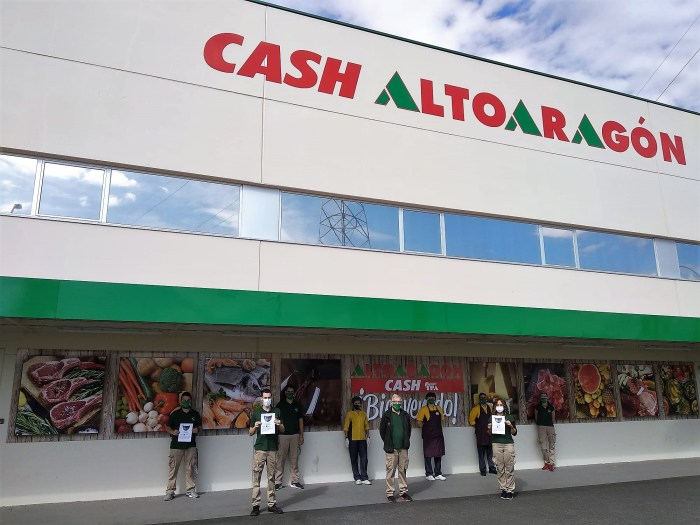 JACA. Cash Altoaragón ha cesado su actividad durante 15 minutos en apoyo a la campaña #SalvemosLaHostelería.