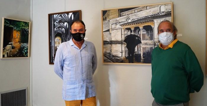INAUGURACIÓN. El coronel Francisco Rubio, junto a Fermín Ochoa, en la presentación de la nueva exposición. (FOTO: Rebeca Ruiz)