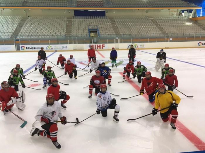 Alumnos de hockey de las Aulas de Tecnificación de Hielo. (FOTO: FADI)