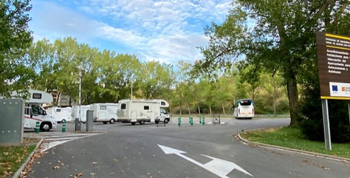 El Ayuntamiento de Jaca prohíbe estacionar autocaravanas en las calles de la ciudad