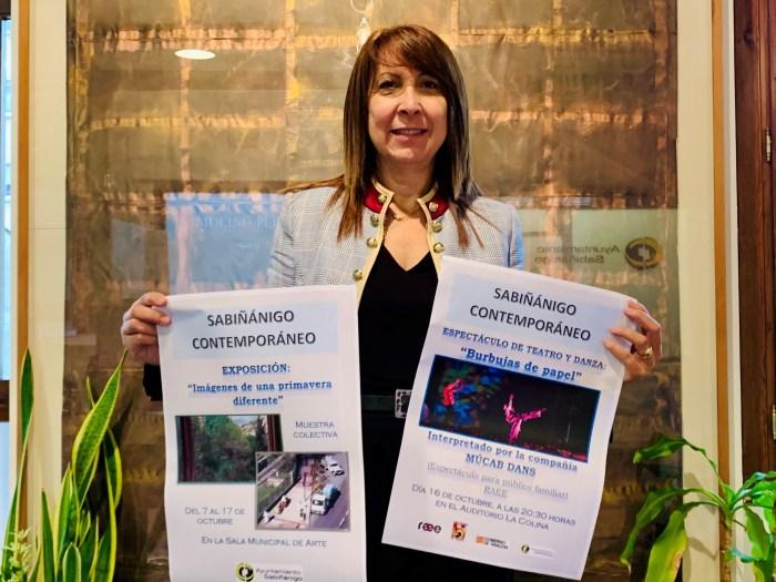 Berta Fernández presenta el ciclo Sabiñánigo Contemporáneo. (FOTO: Ayuntamiento de Sabiñánigo)