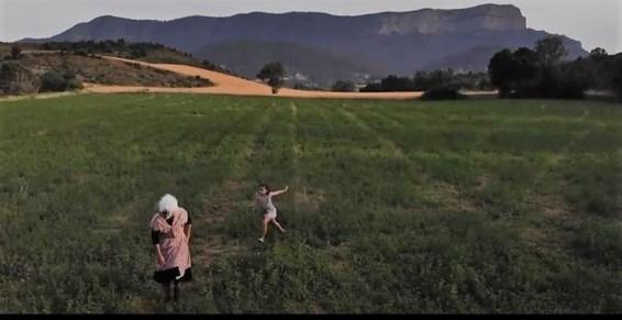 Escena de Entre guisantes, protagonizado por Nuria Vicente y Alicia Climente.