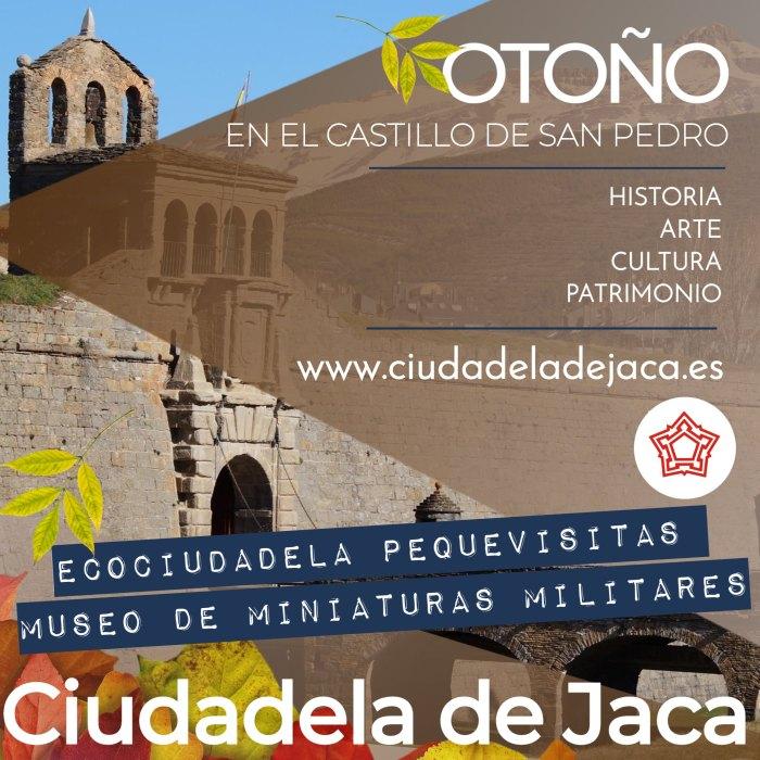 Vehículos de La Vuelta, esta tarde, en Jaca.
