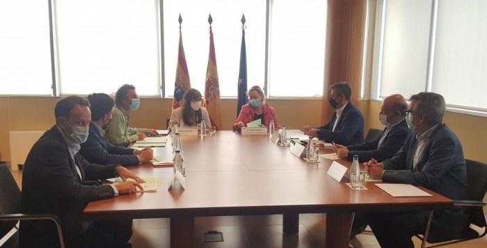 """Representantes de Astún, Candanchú y Aramón trabajan """"codo con codo"""" con el departamento de Sanidad del Gobierno de Aragón en la próxima campaña de esquí. (FOTO: Gobierno de Aragón)"""