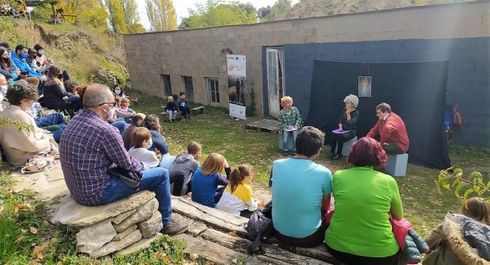 Representación teatral en Ara, dentro del proyecto Pueblos Vivos Aragón. (FOTO: Comarca de la Jacetania)