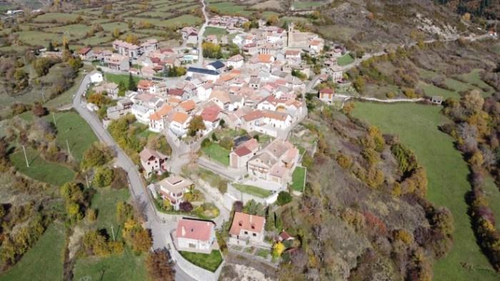 Jasa busca familia para llevar el bar-restaurante a cambio de alojamiento y una vida tranquila en pleno corazón de los Pirineos, (FOTO: Ayuntamiento de Jasa)