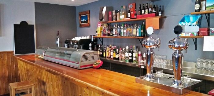 El bar-restaurante de Jasa está totalmente equipado para trabajar. (FOTO: Ayuntamiento de Jasa)