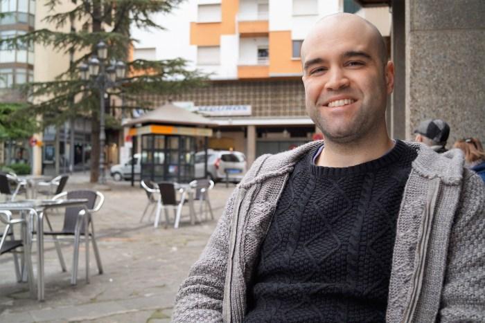 Adrián Betrán revela en su trabajo, de una manera clara y sencilla, las causas de la despoblación en Aragón. (FOTO: Rebeca Ruiz)