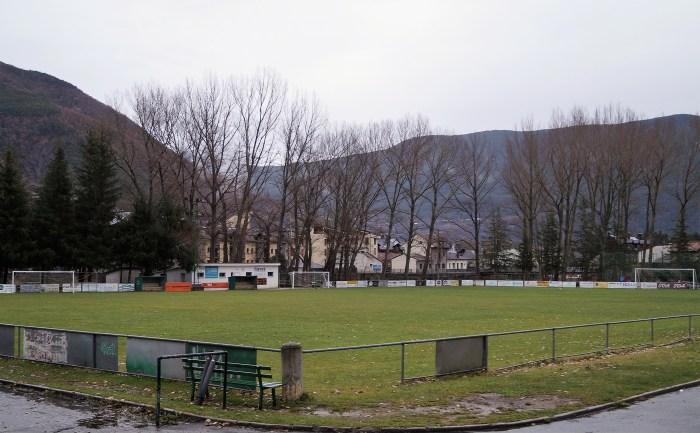 Campo de fútbol de Biescas. (FOTO: Rebeca Ruiz)