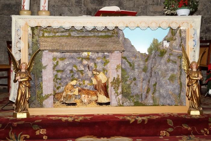 El belén de Eduardo Cid, con Santa Elena, se puede ver en la iglesia de El Salvador. (FOTO: Rebeca Ruiz)