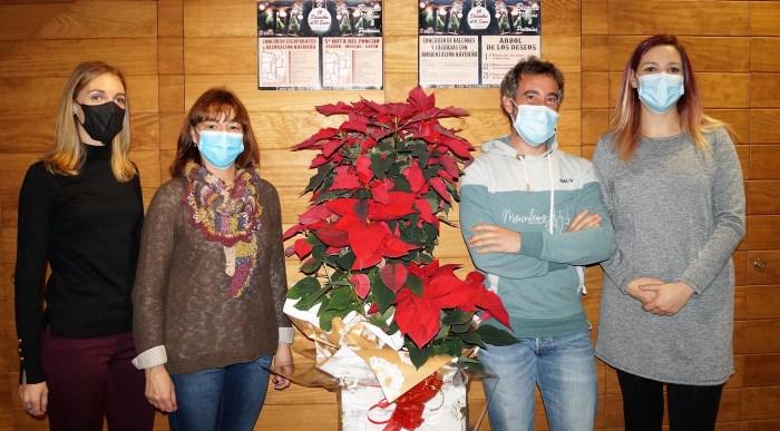 De  izda. a dcha., Andrea Gavín, Nuria Pargada, Javier de Etura y Marta Luis, durante la presentación de la agenda de Navidad de Biescas. (FOTO: Rebeca Ruiz)