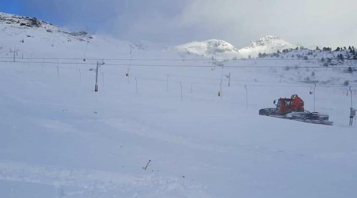 EL PP de Jacetania y Alto Gállego reclama ayudas urgentes al sector de la nieve. En la imagen, Candanchú, donde se trabaja para poder comenzar la temporada cuanto antes. (FOTO: Candanchú)