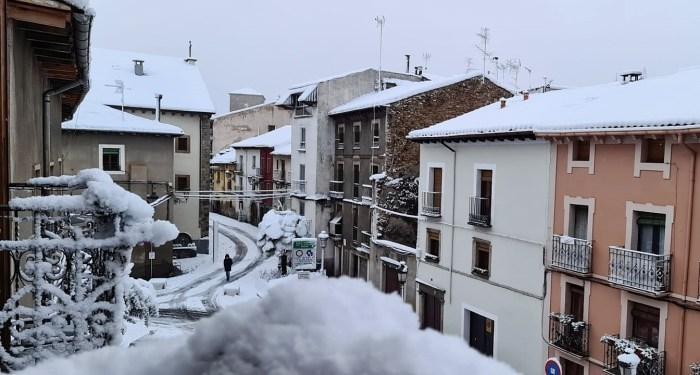 La nevada obliga a suspender las Pistonadas del Jacetania's Classic Cars y causa algunas indicencias. (FOTO: Rebeca Ruiz)