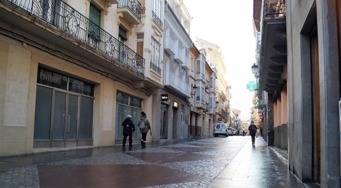 Acomseja muestra su decepción con las medidas de la DGA y respalda las protestas #SOSPirineo. En la imagen, tomada esta mañana, la Calle Mayor de Jaca. (FOTO: Rebeca Ruiz)