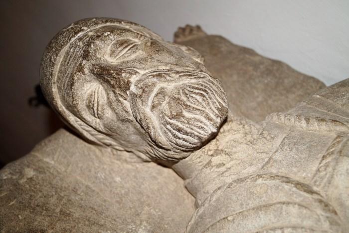 Sepulcro de Juan de Velasco, que se conserva en la capilla de San Pedro de la Ciudadela de Jaca. (FOTO: Rebeca Ruiz)