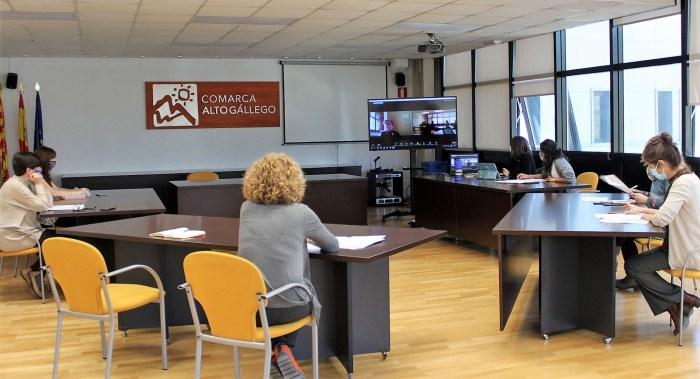 Mincha D'aqui, un proyecto para poner en valor los productos de Jacetania y Alto Gállego. Un momento de la reunión en la Comarca Alto Gállego. (FOTO: Comarca Alto Gállego)